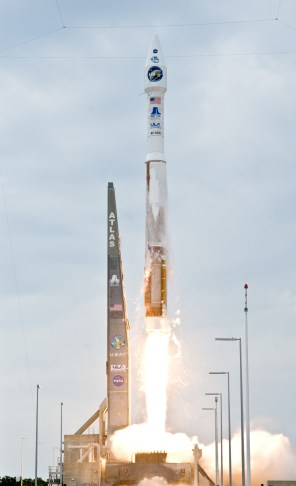 Atlas_V(401)_launches_with_LRO_and_LCROSS_cropped