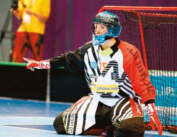 Jonas Wittwer, Unihockey-Goalie, Matura 2012 spielt derzeit als Profi beim schwedischen Verein Karlstad IBF in der stärksten Unihockey-Liga der Welt.