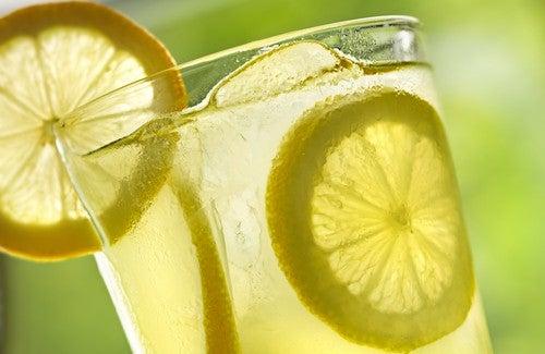 Sabah Limonlu Ilık Su İçmenin 10 Faydası