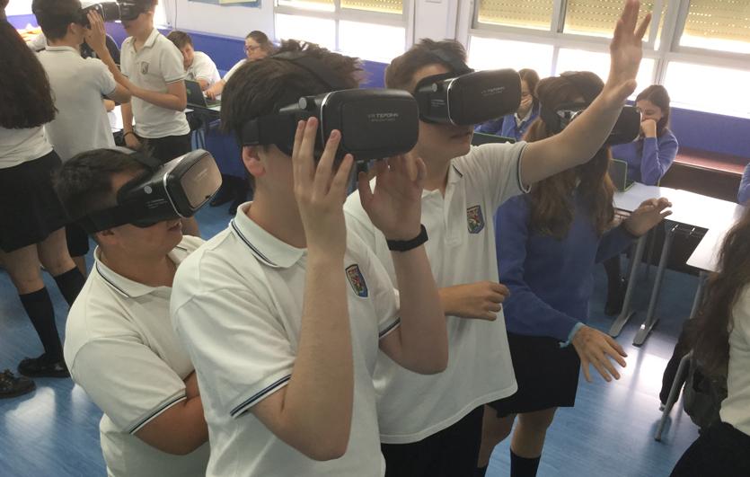 Gafas-de-realidad-virtual-Colegio-Sagrada-Familia-de-Elda