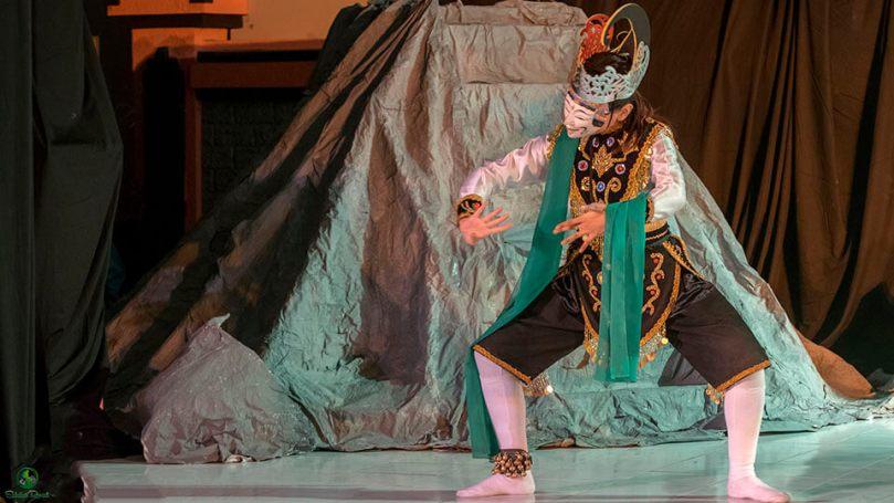 Salah satu penari Tari Selamat Datang Topeng Gunung Sari oleh Jatiswara dari Surabaya.