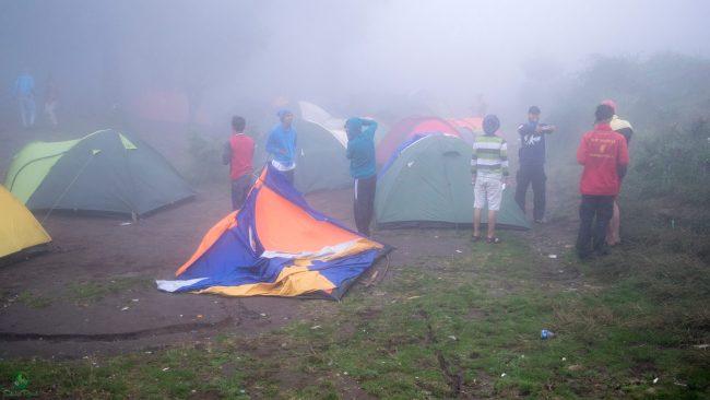 Tenda-Tenda Rubuh Terterpa Angin