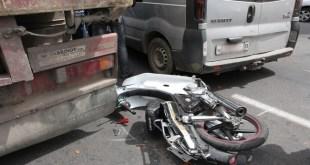 """شاحنة """"تطحن"""" دراجة نارية و تتسبب في مقتل شخص بأحد الأحياء بمدينة أكادير"""