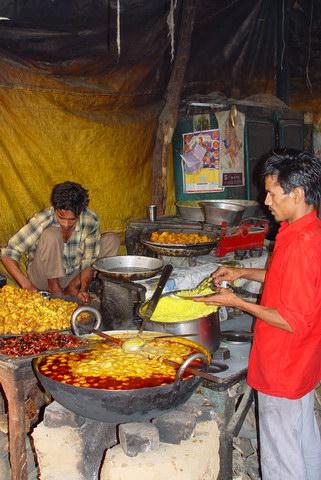 सहारनपुर के सार्वजनिक कार्यक्रमों में सर्वाधिक लोकप्रिय भोजन - कड़ी - चावल!