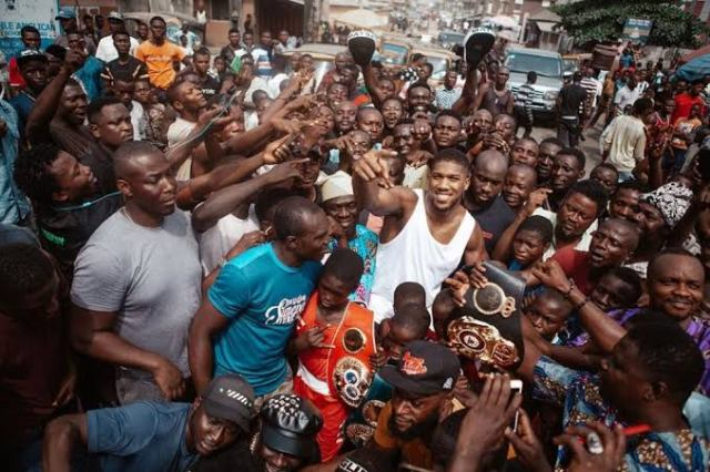 In February 2020, World Heavyweight Champion, Anthony Joshua, visited Makoko floating slum to celebrate his victory with locals.