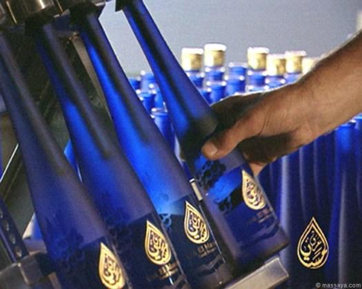 L_Manual bottling of El Massaya hr6