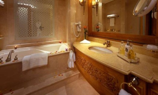 AUH_Coral Room Bathroom_L