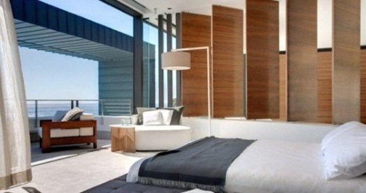 Contemporary-neutral-bedroom-with-balcony-665x440