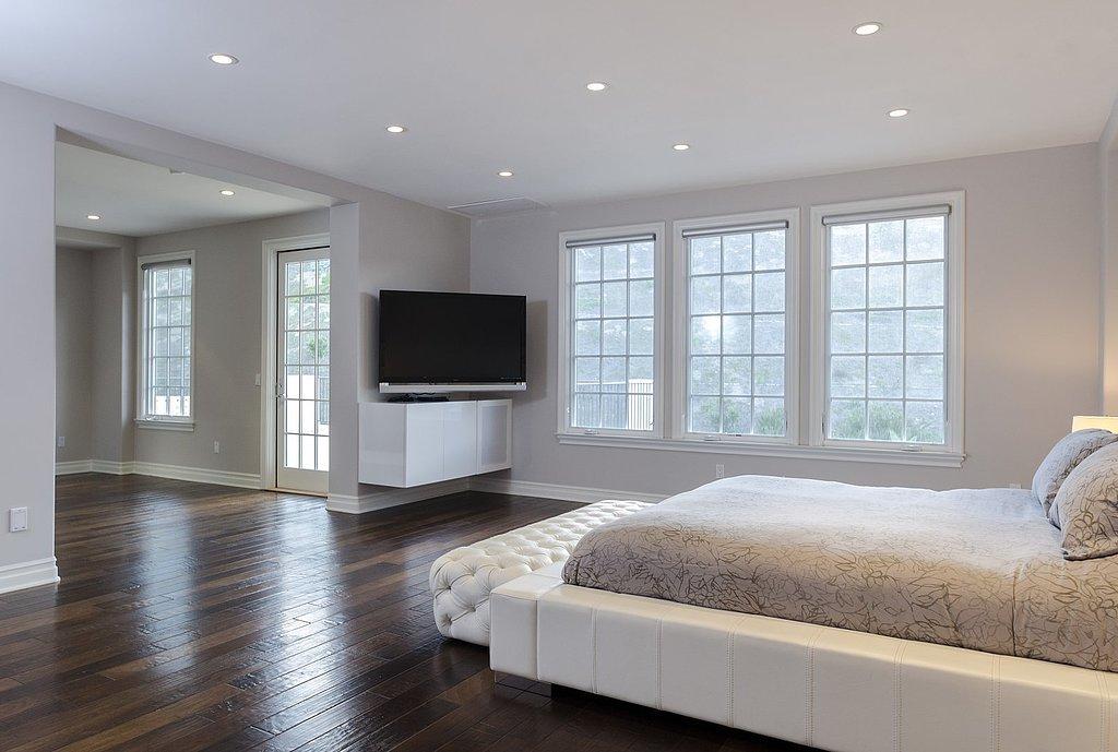 peek-inside-one-bedrooms-same-wooden-floors