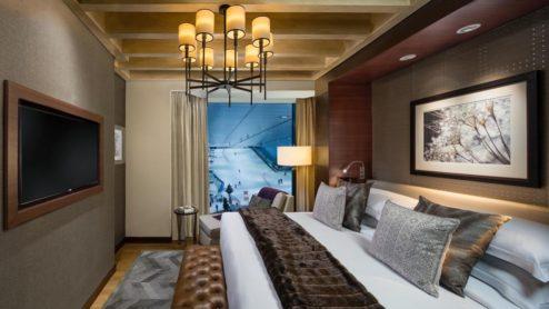 ski-chalet-king-bedroom