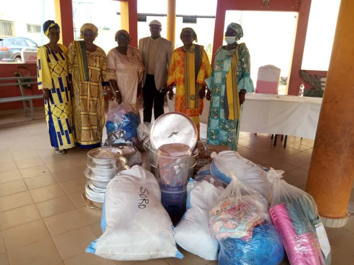 Humanitaire : le Club Espoir de Bamako fait don à la pouponnière de Niamana