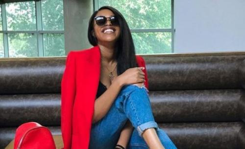Natasha Thahane shows love to a fan in need of Taxi fare
