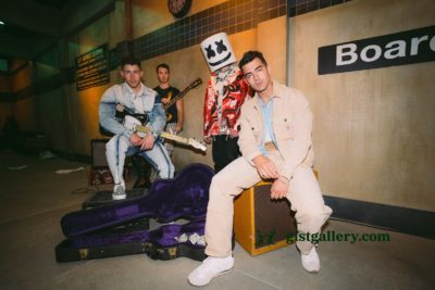Marshmello ft Jonas Brothers - Leave Before You Love Me