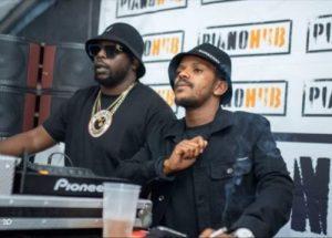 DJ Maphorisa & Kabza De Small ft Boohle - Uzoz' Azo Ngibona
