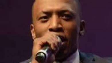 Photo of Dumi Mkokstad – Ngcwele Medley