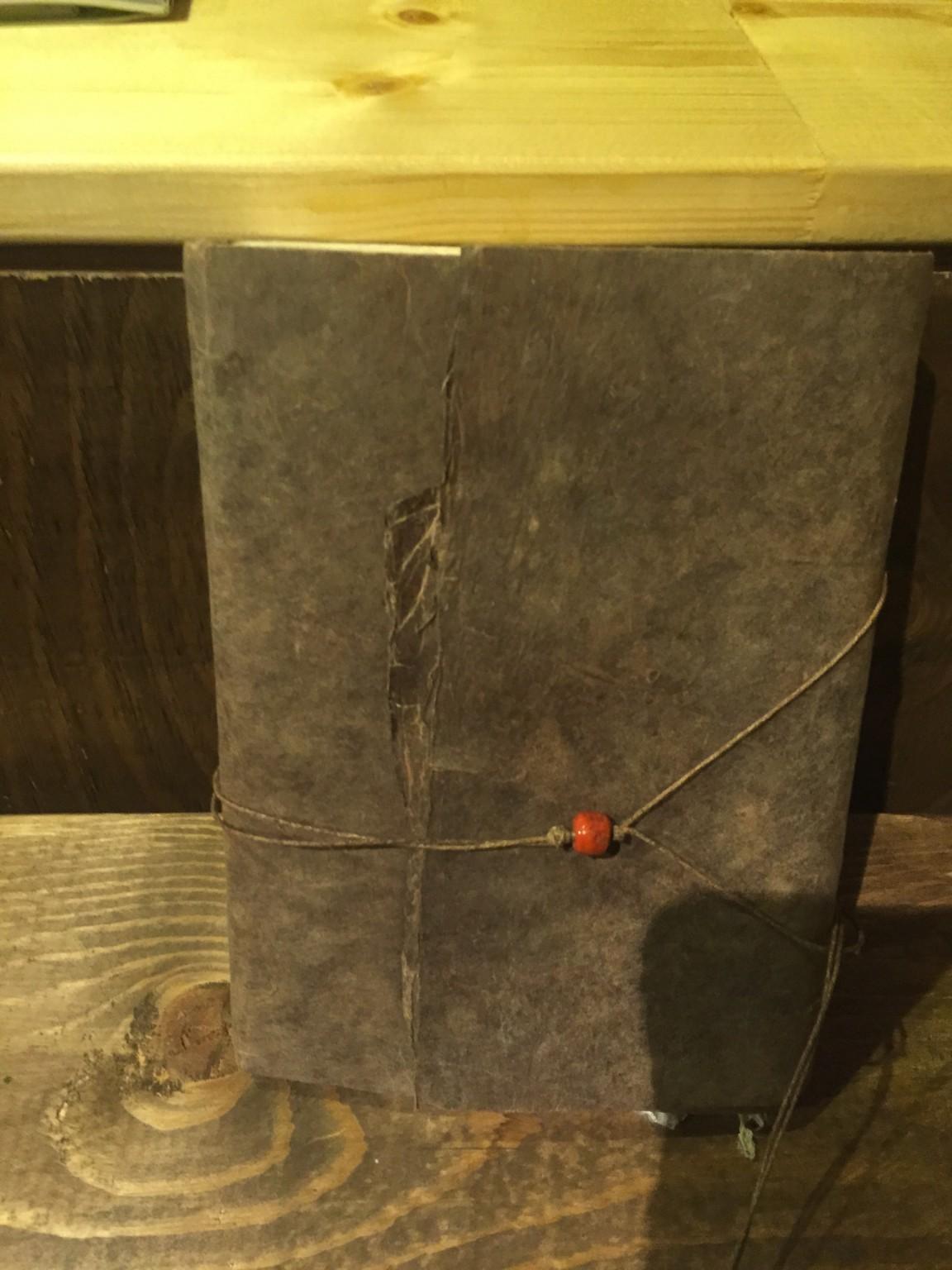 BOOKLAB.に持ち込まれた手作りの手帳。実に味があります。グッと来ます!
