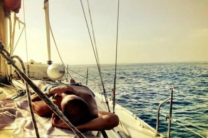 Barca a vela, dormire a bordo. Roba da fighetti