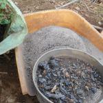 肥料づくり:草木灰づくり(1)-灰の回収-