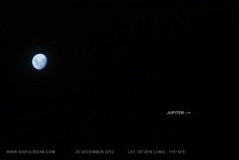 Moon closer to Jupiter 25 December 2012