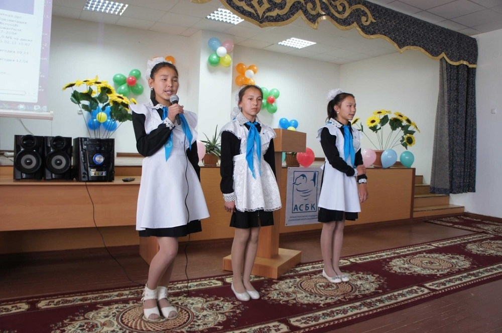 Children recited their saiga poems for visitors