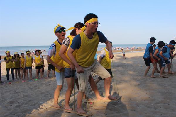 cong-ty-to-chuc-team-building-bai-bien