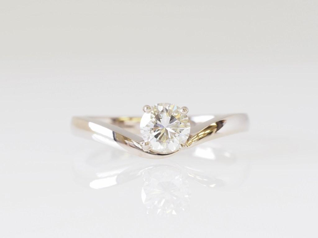 立爪リングについていたダイヤモンドを使ってジュエリーリフォームされた指輪|SAIJO|ジュエリーリフォーム