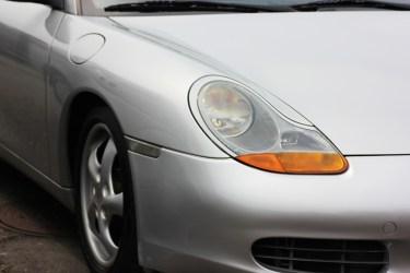 車のヘッドライトの黄ばみ取り方法!黄ばむ理由と解決方法を解説
