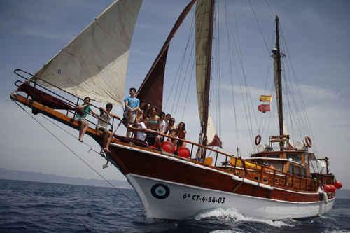 cetaceos-navegacion-karyam-2_reduc