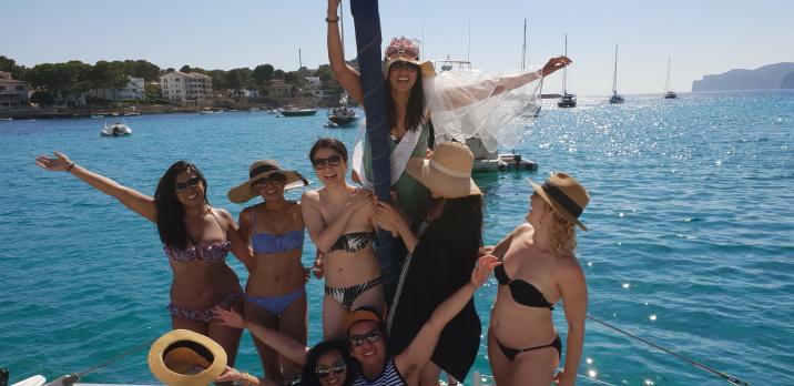Mallorca catamaran trip - Sail go catamaran - Hen party sailing trip