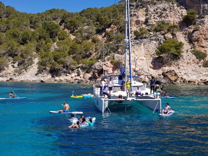 Mallorca catamaran trips - sail go catamaran - swimming time during sailing trip