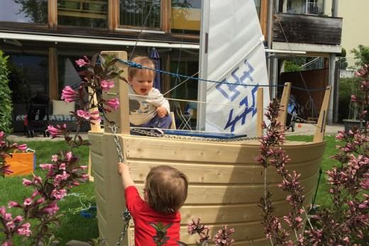 Segeln mit Kindern im Garten