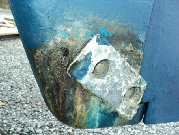 RUDDER SHOE SHOWING CORROSION AND ZINC