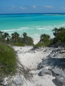 Hike up Shroud Cay