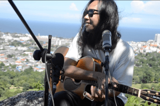 Vocals & Gitarre: Pi Noi (Thailand)