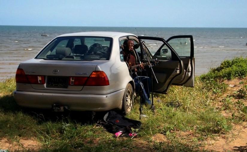 Vocals & Gitarre: Nandov Matsinhe (Mosambik)