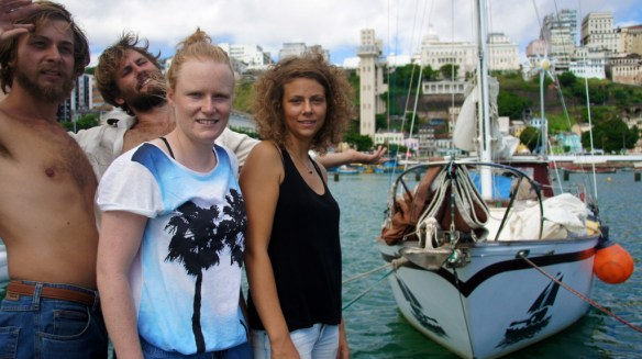 The crew of the Marianne in front of the center of Salvador with the famous Elevador Lacerda