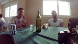 Wir freuen uns ueber zwei Pizzen und eine Flasche Wein fuer nur 3,50 Euro