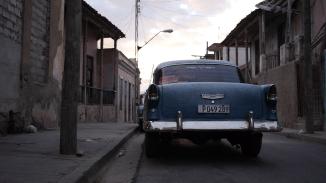 Überall Autos aus längst vergangenen Zeiten