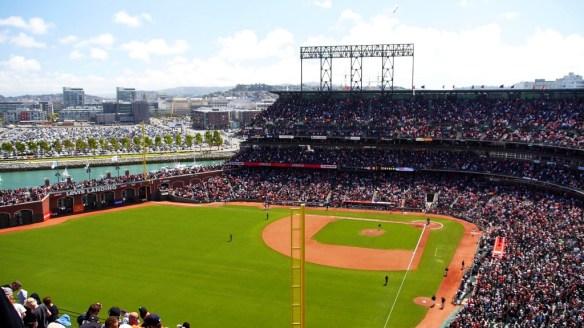Das Giants Stadion. Hier braucht man ein Segelboot mit hohem Mast, dann kann man das Spiel mit anschauen