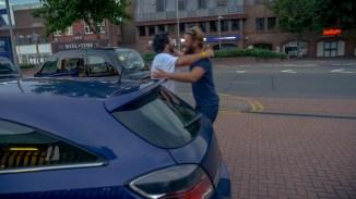 Benni und Gio fallen sich in die Arme