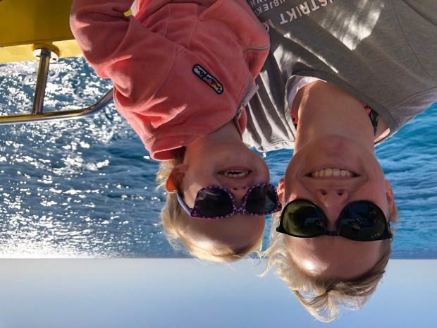 Zeilen zeilboot varen wereld vertrekker reizen kinderen