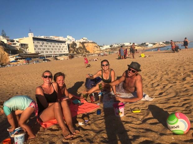 Zeilen varen rond de wereld met kinderen zee portugal faro anker familie vrienden eten sup drinken bijboot