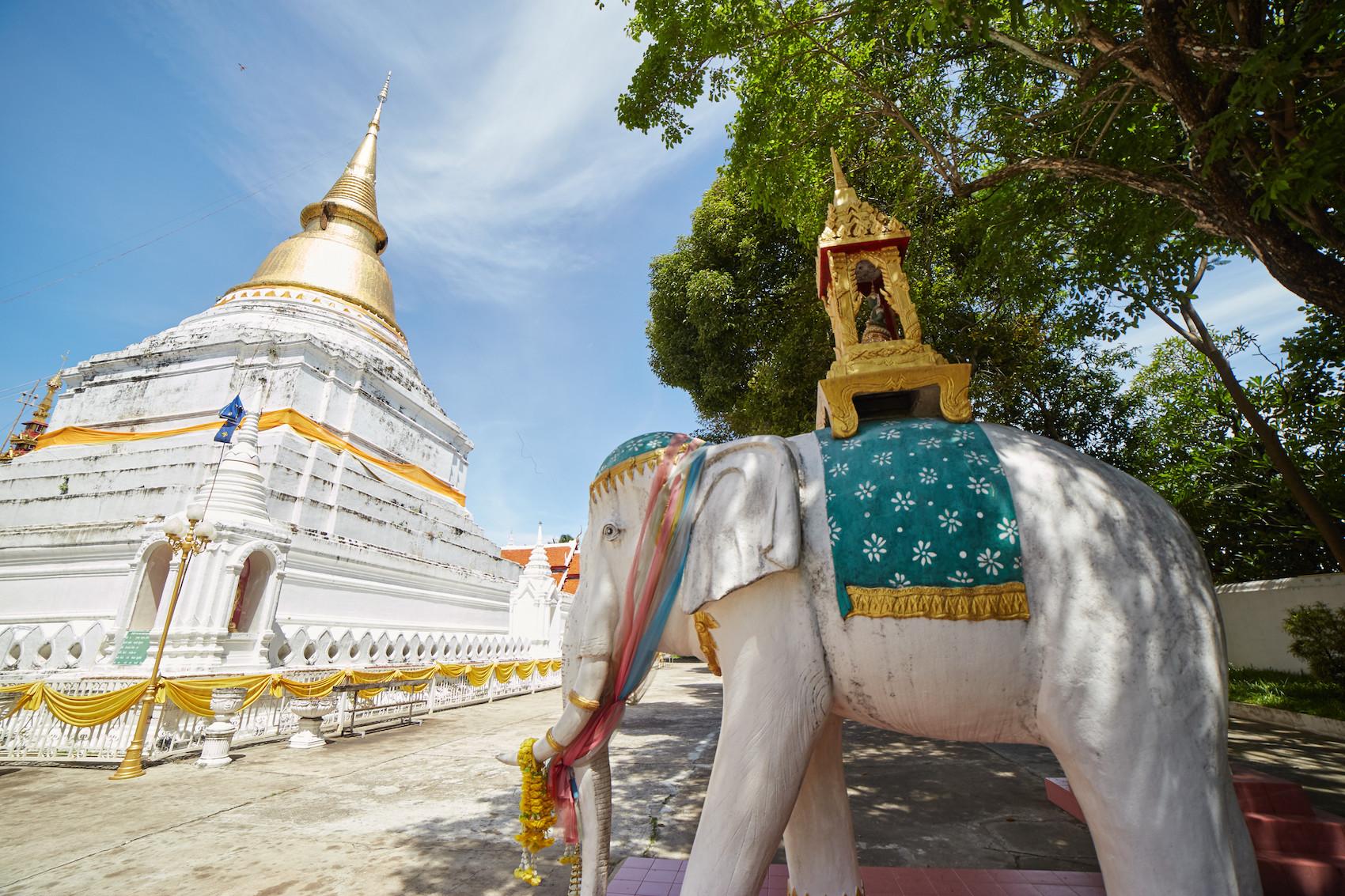 Wat Phra Kaew Don Tao Lampang Elephant 2