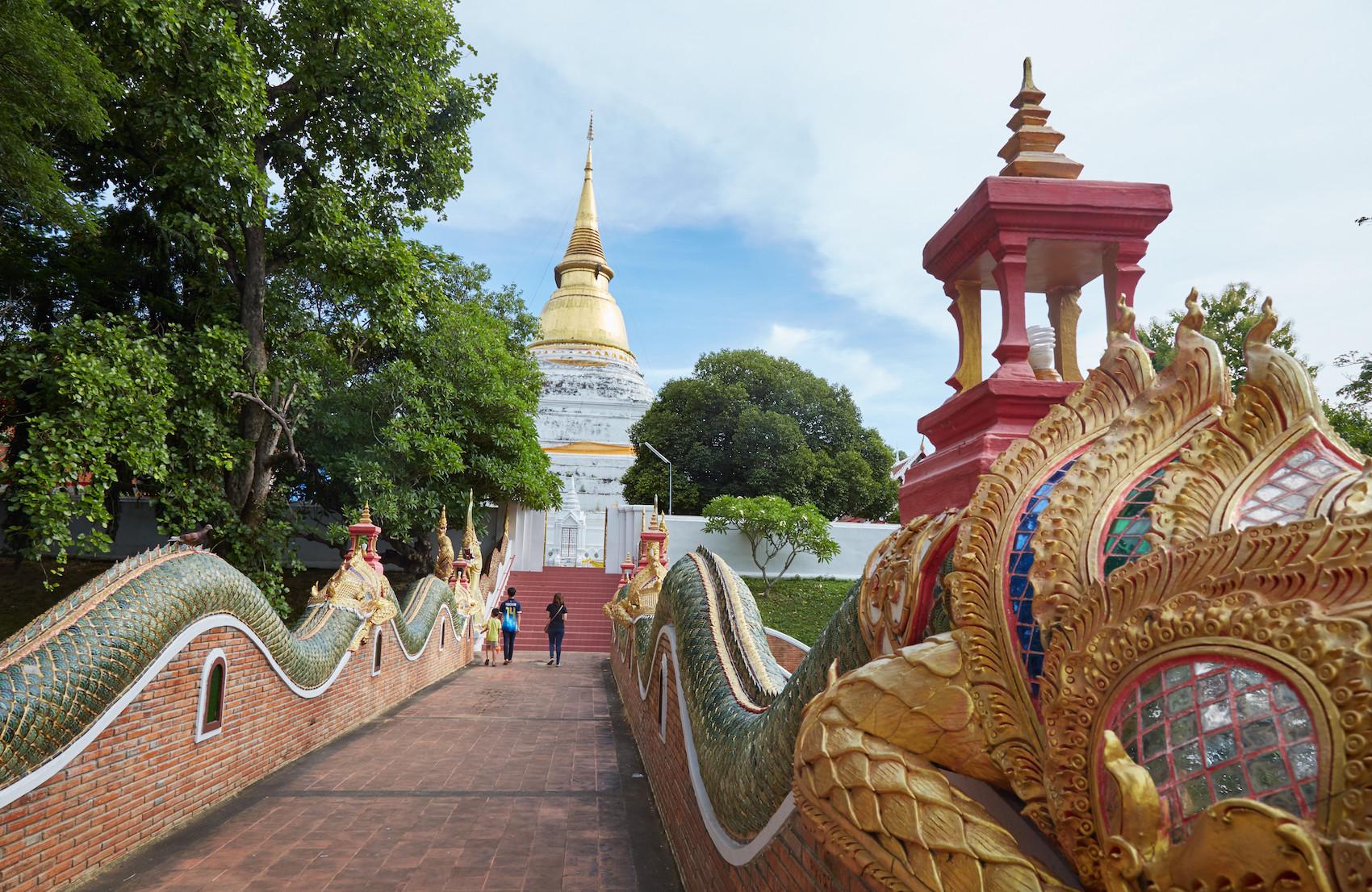 Wat Phra Kaew Dontao Entrance