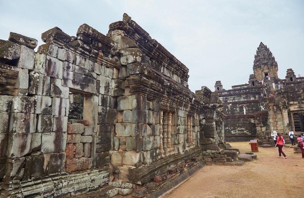Bakong Halls Angkor Architecture