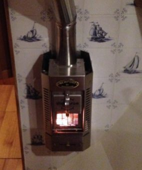 In Harlingen we use the wood stove for the first time, very warm and cosy!