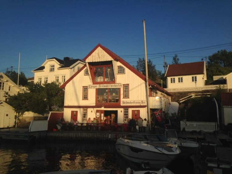 """Pub """"the sailmaker"""" on Lyngøya reminds us of the famous Butt & Oyster pub in Pin Mill"""