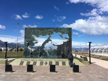 The Argentinian claim on the Falklands is prominently monumented in Ushuaia