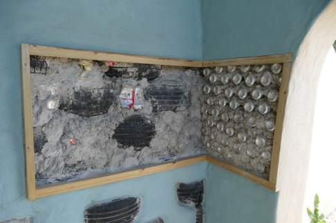 Walls made with recycled car tires and cans