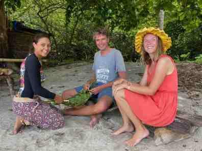 Learning traditional Polynesian handycraft